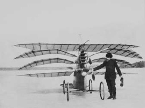Flygplan och båtbyggare ute på djupt vatten – på Grönstaviken