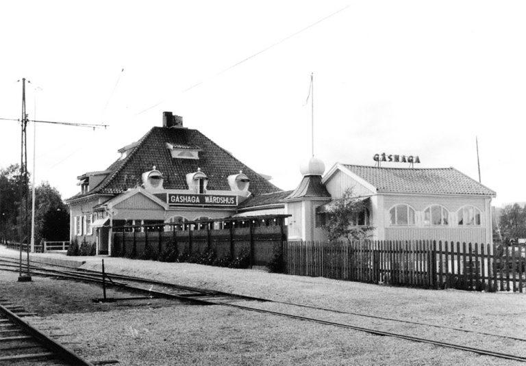 En bild berättar: Sista tåget hem …