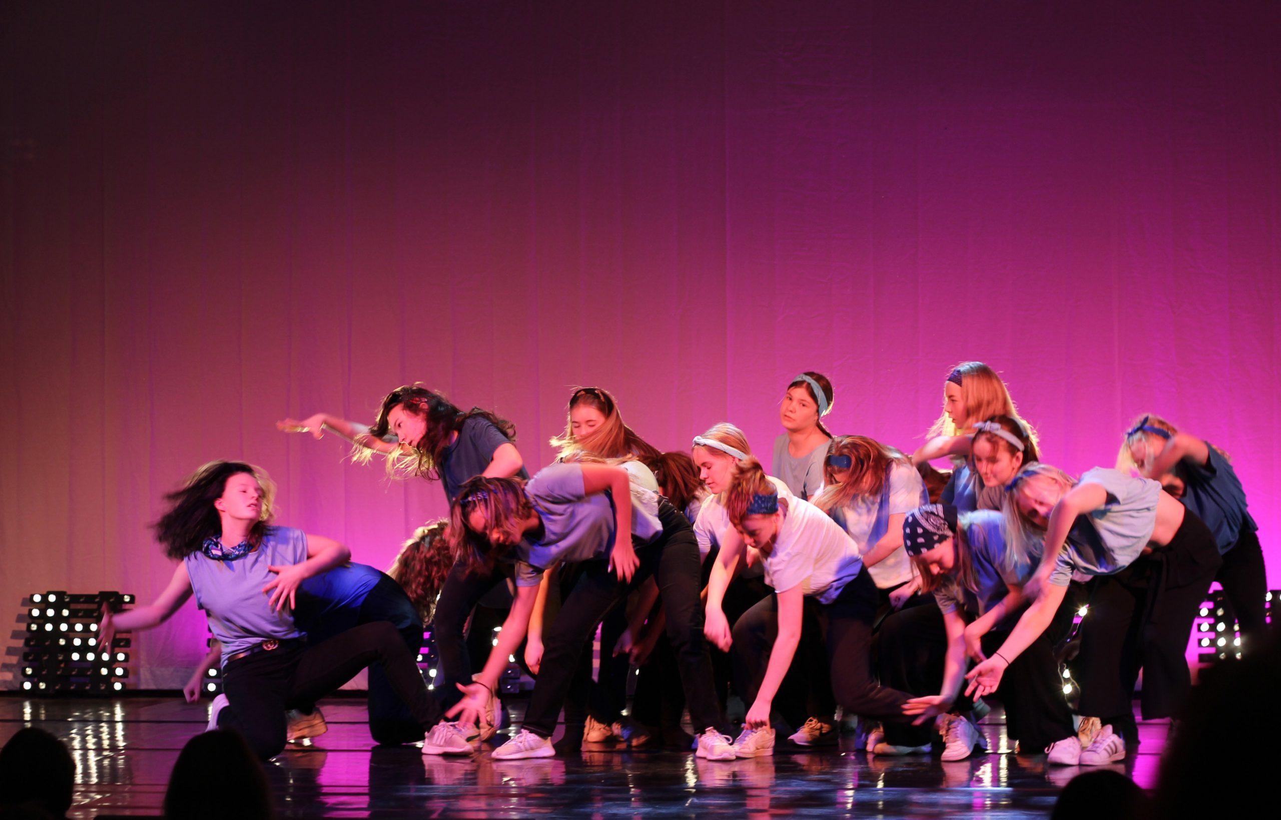 760 elever dansade för 1 600