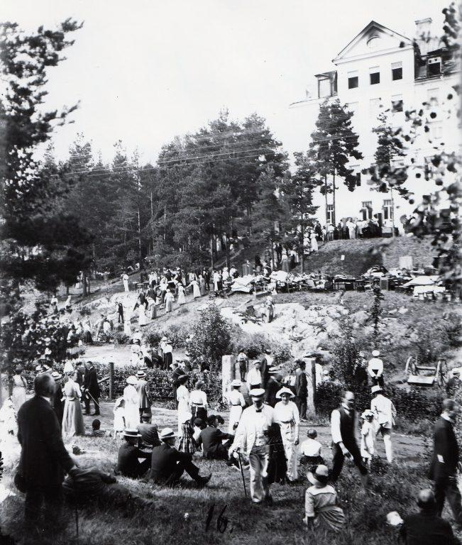 En bild berättar: Missionsskolan brinner sommaren 1914