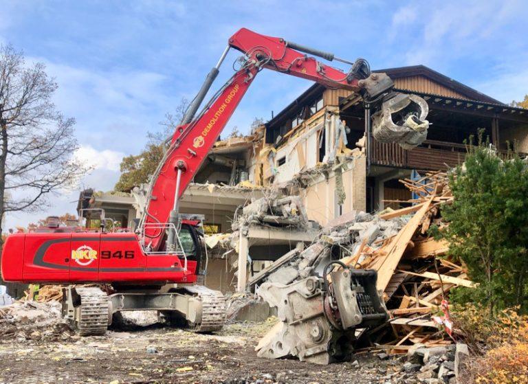 Rivning av Villa Brevik i full gång