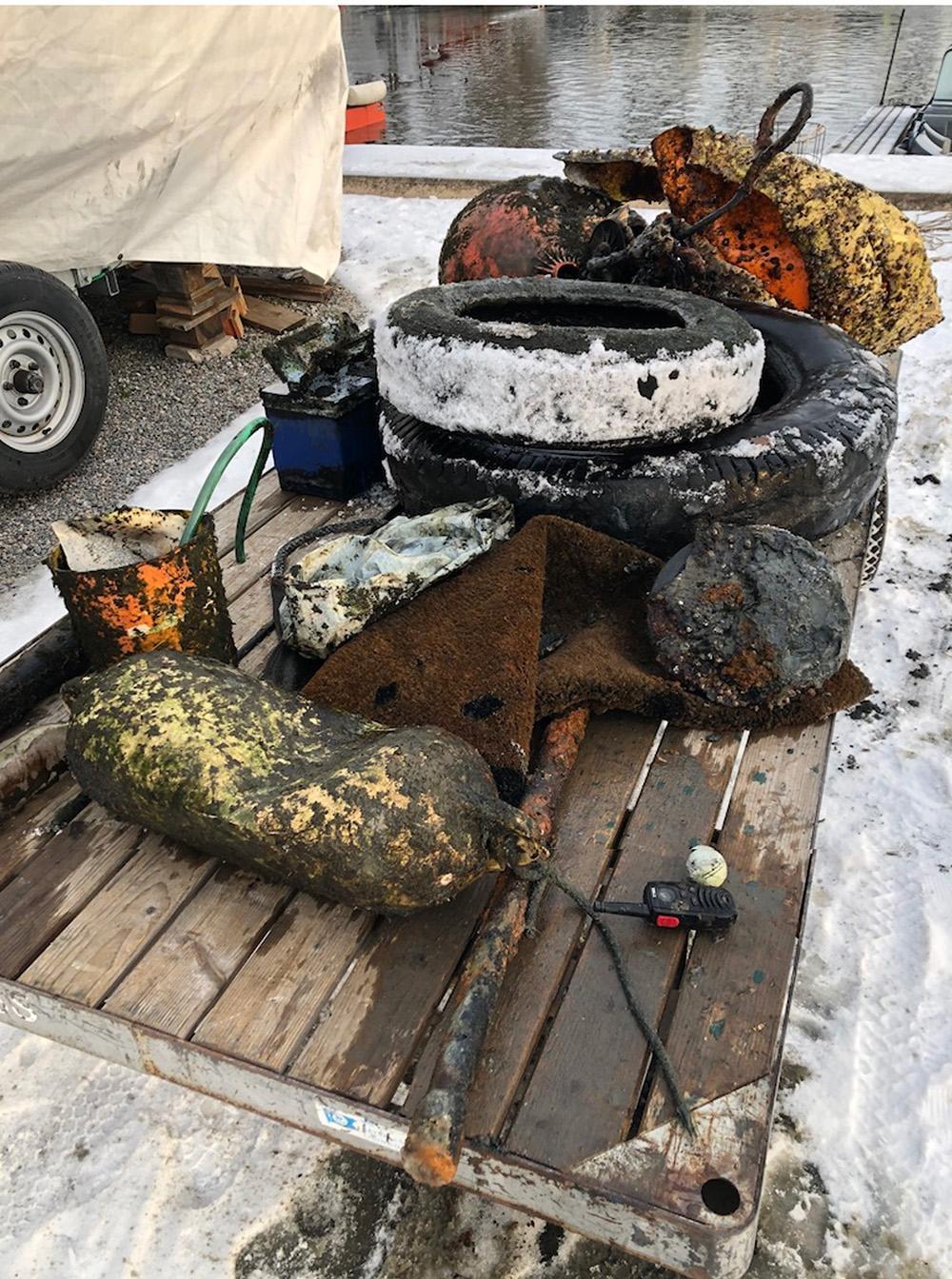 En bild som visar utomhus, lagar mat, grillning, sten  Automatiskt genererad beskrivning