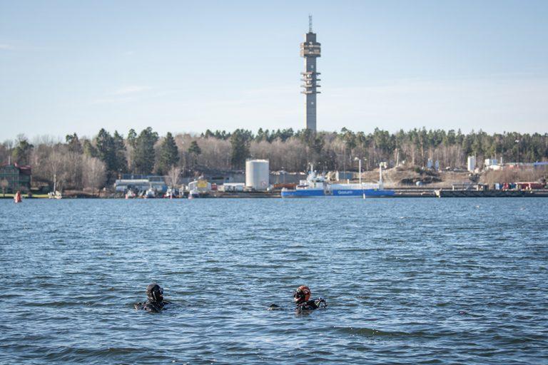 500 kg batterier och ett kassaskåp fiskades upp utanför Dalénum