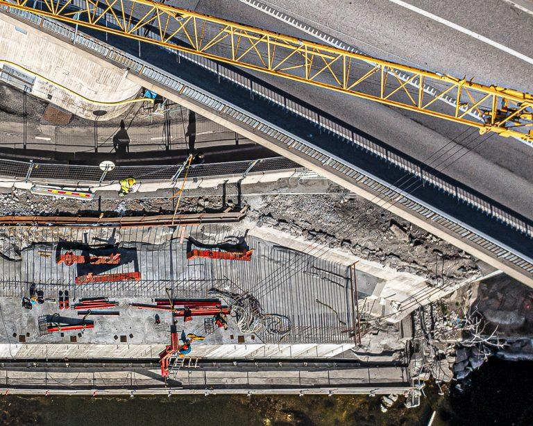 Stora arbeten vid bron, från två håll
