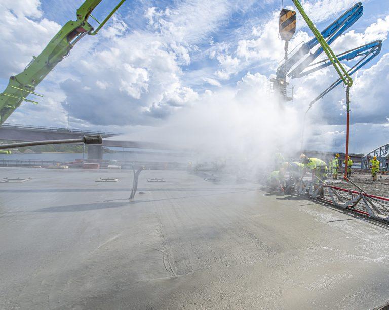 Stora jobb och precisionsarbeten med bron