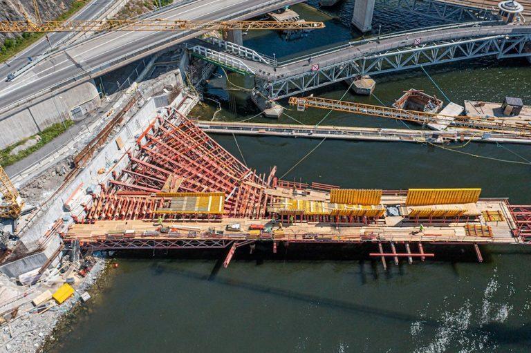 Broarbeten i högsommarvärme