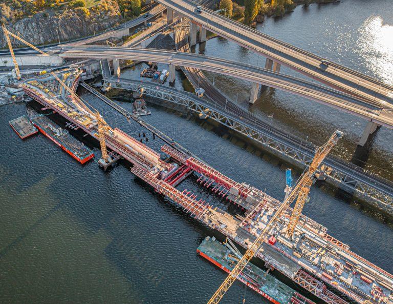 Rivning och uppbyggnad vid bron